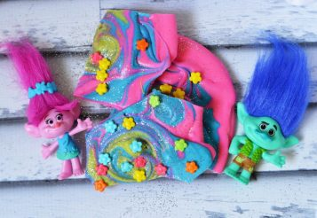 Trolls Birthday Themed Ideas: DreamWorks Movie Inspired Candy Bark Recipe
