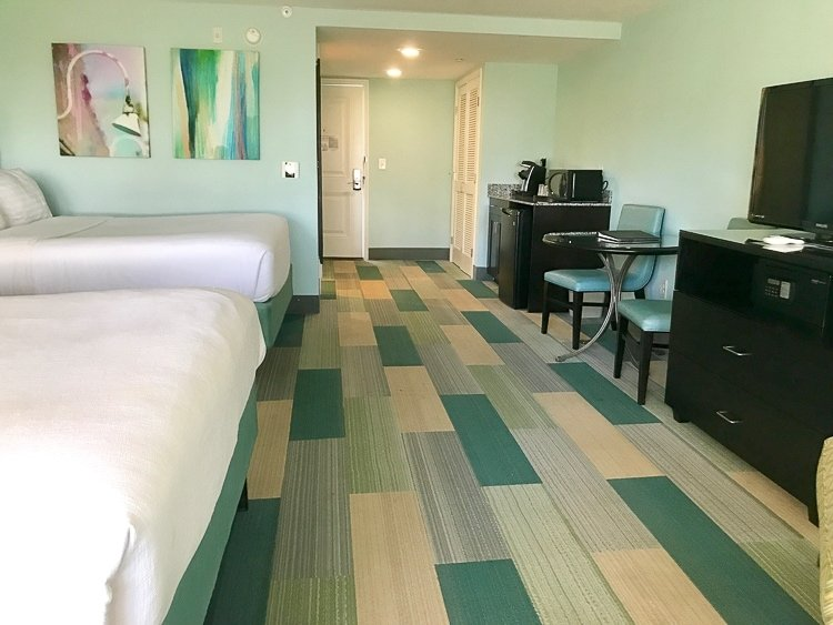 Holiday inn Resort in jekyll offers spacious rooms for families