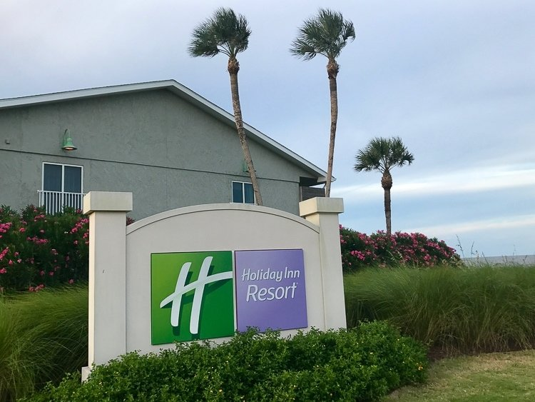 The front entrance of the Holiday Inn Resort in Jekyll Island