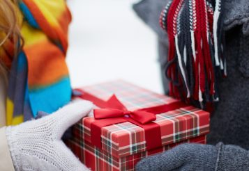 20+ The Best Gift Ideas for Him or Her – 2017 Holiday Gift Guide