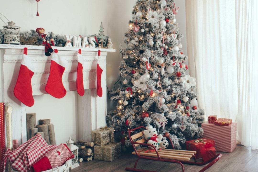 decorating the christmas tree, christmas tree decorations