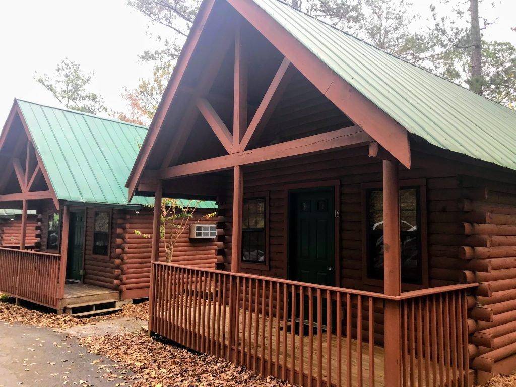 log cabins at historic banning mills