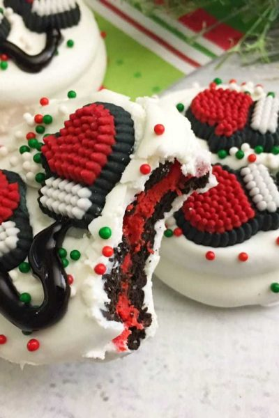 Santa Mittens Made With Oreos – Easy, No Bake Christmas Cookies