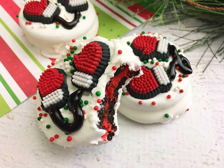 No Bake Christmas Cookies – Santa Mittens Made With Oreos