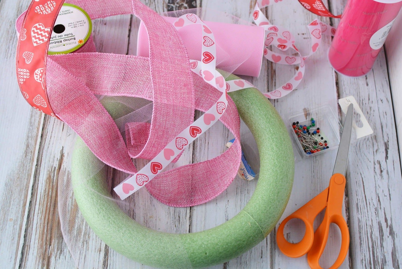 Valentine's Day Wreath, DIY Homemade Wreath, DIY Valentine's Day Wreath, Valentine's Day Crafts