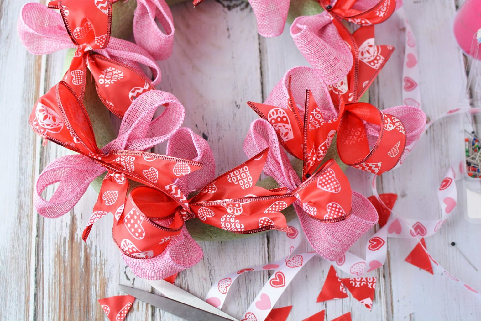 Valentine's Day Wreath, DIY Homemade Wreath, DIY Valentine's Day Wreath, Valentine's Day Crafts, DIY Tutorial for Valentine's Day Wreath, DIY Wreath for Front door
