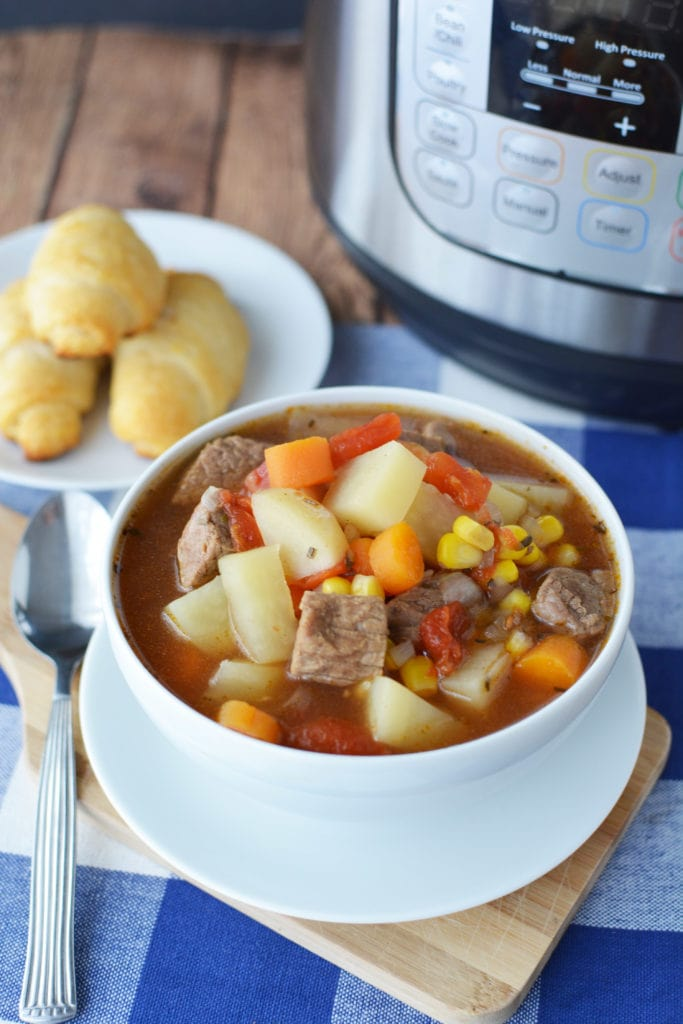 This Instant Pot Beef Stew Recipe uses basic ingredients like beef, potatoes, carrots, and more – This Instant Pot Beef Stew is a classic winter recipe perfect for those cold days. #InstantPotRecipe #InstantPotBeefStew