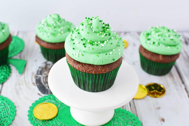 Irish cream cupcakes, bailey's Irish cream cupcakes, Irish cream chocolate cupcakes, cupcakes for st. patties day, St Patricks day recipes