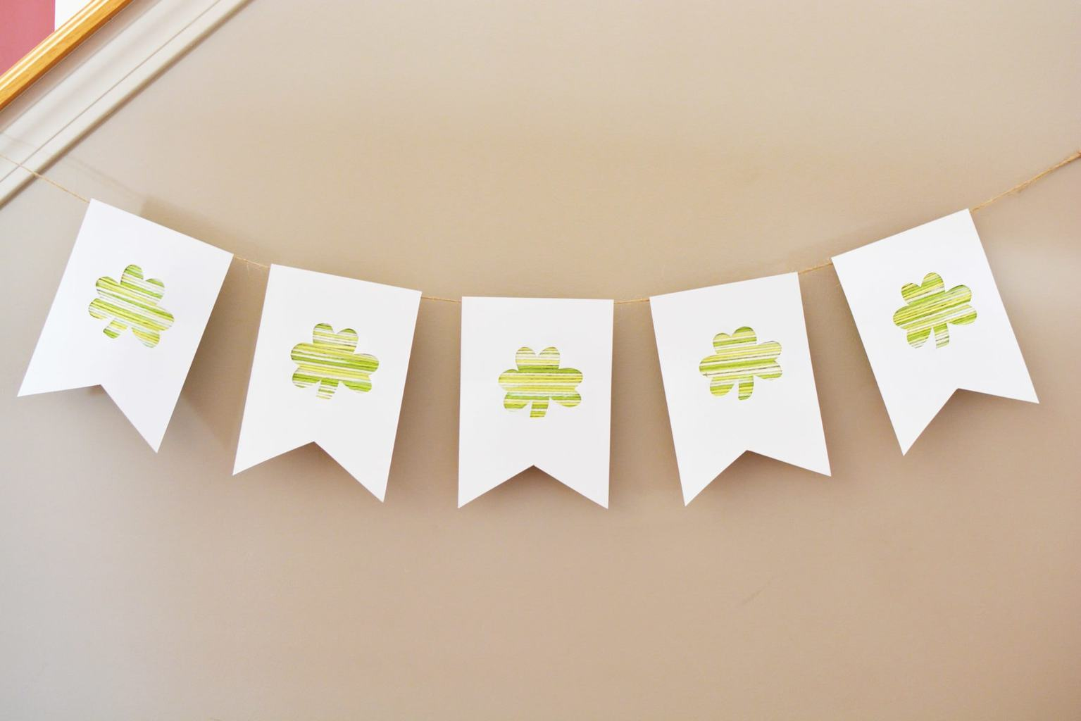 Are you ready for something incredibly cute for St. Patrick's Day? This DIY St. Patrick's Day Banner andHomemade Buntingis super easy to make. It doesn't take many supplies to make this craft, but it's a whole lot of fun.