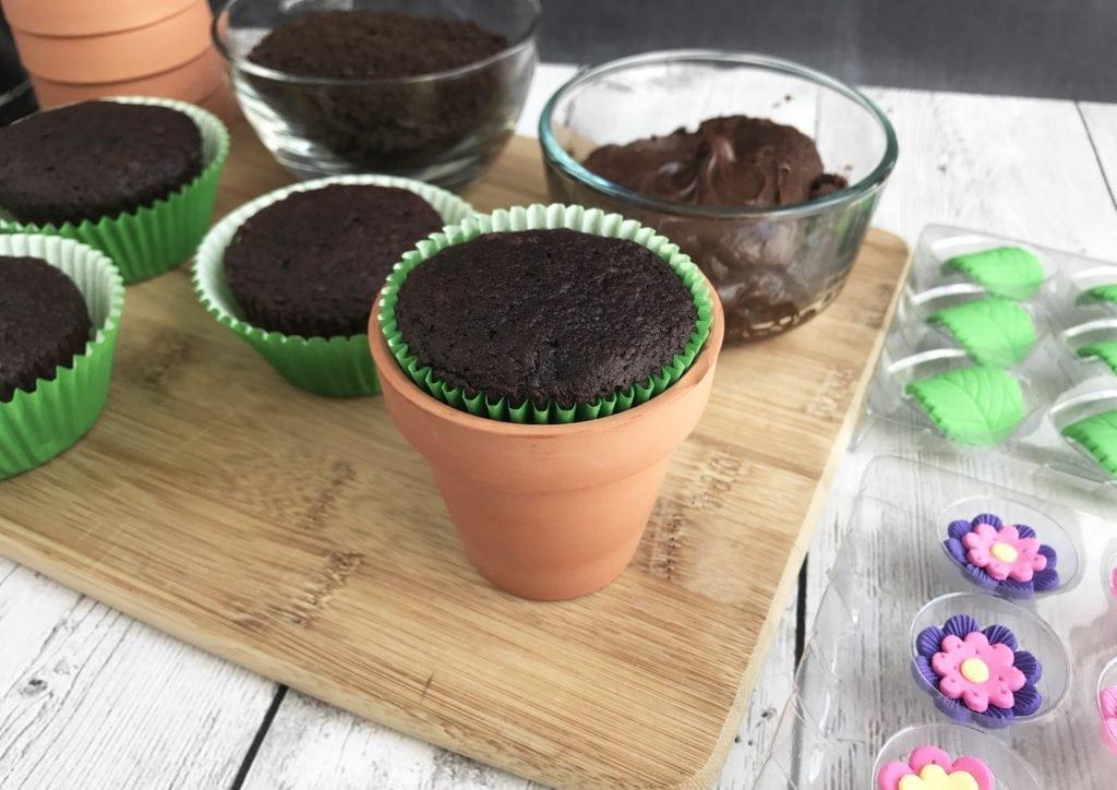 Flower Pot Cupcakes Cupcake Recipe Chocolate Flower Pot Cupcakes Kids Dessert Recipe & Chocolate Flower Pot Cupcakes to Celebrate Mother\u0027s Day