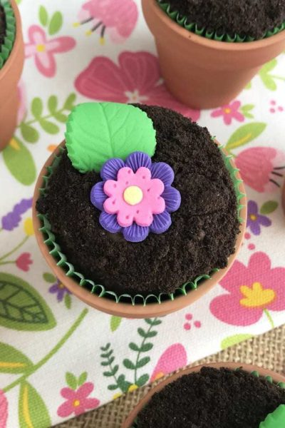 Flower Pot Cupcakes, Cupcake Recipe, Chocolate Flower Pot Cupcakes, Kids Dessert Recipe