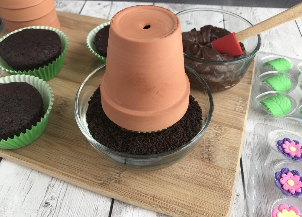 Flower Pot Cupcakes, Cupcake Recipe, Chocolate Flower Pot Cupcakes, Kids Dessert Recipe