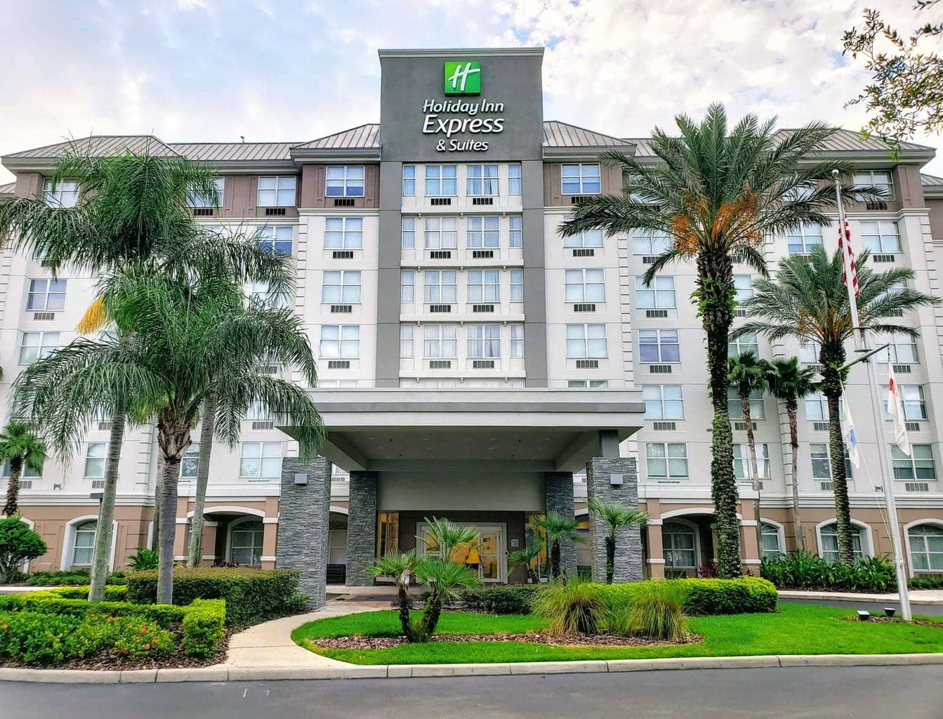 Holiday Inn Express & Suites in Kissimmee, FL – Just Minutes away From Disney!
