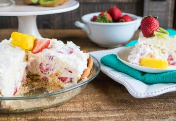 Easy No-Bake Tropical Cream Pie – With Strawberries and Pineapples