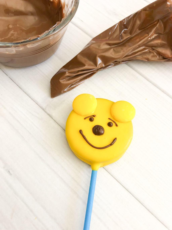 Winnie the Pooh Oreo Pops