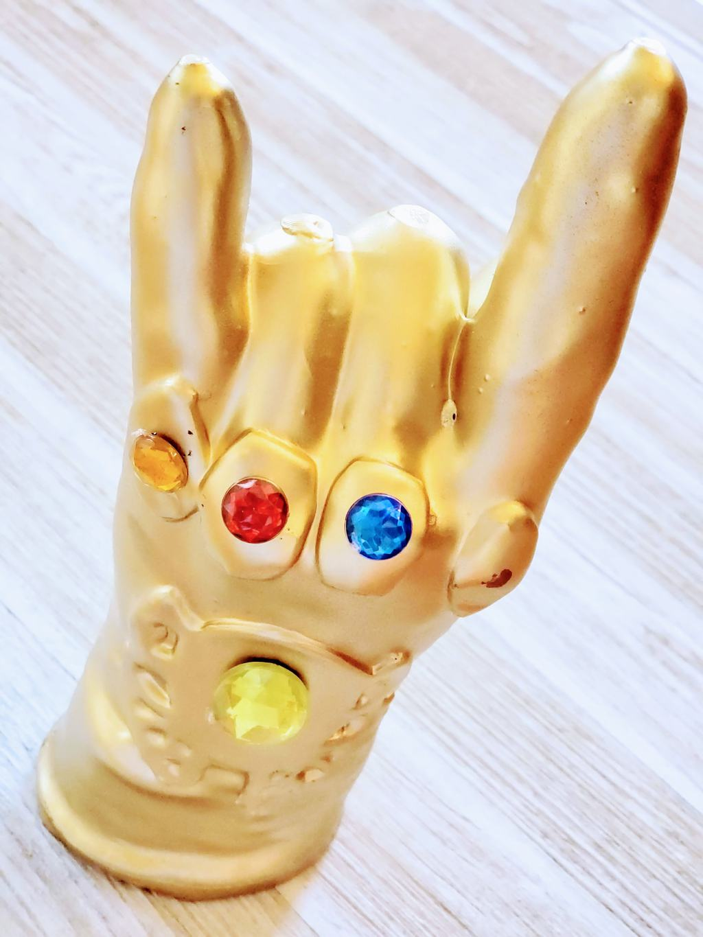 Make an Infinity Wax Gauntlet at madame tussauds hollywood