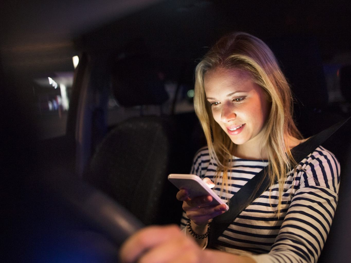 teen safety driving tips, texting while driving, Driving Tips For Teenage Drivers