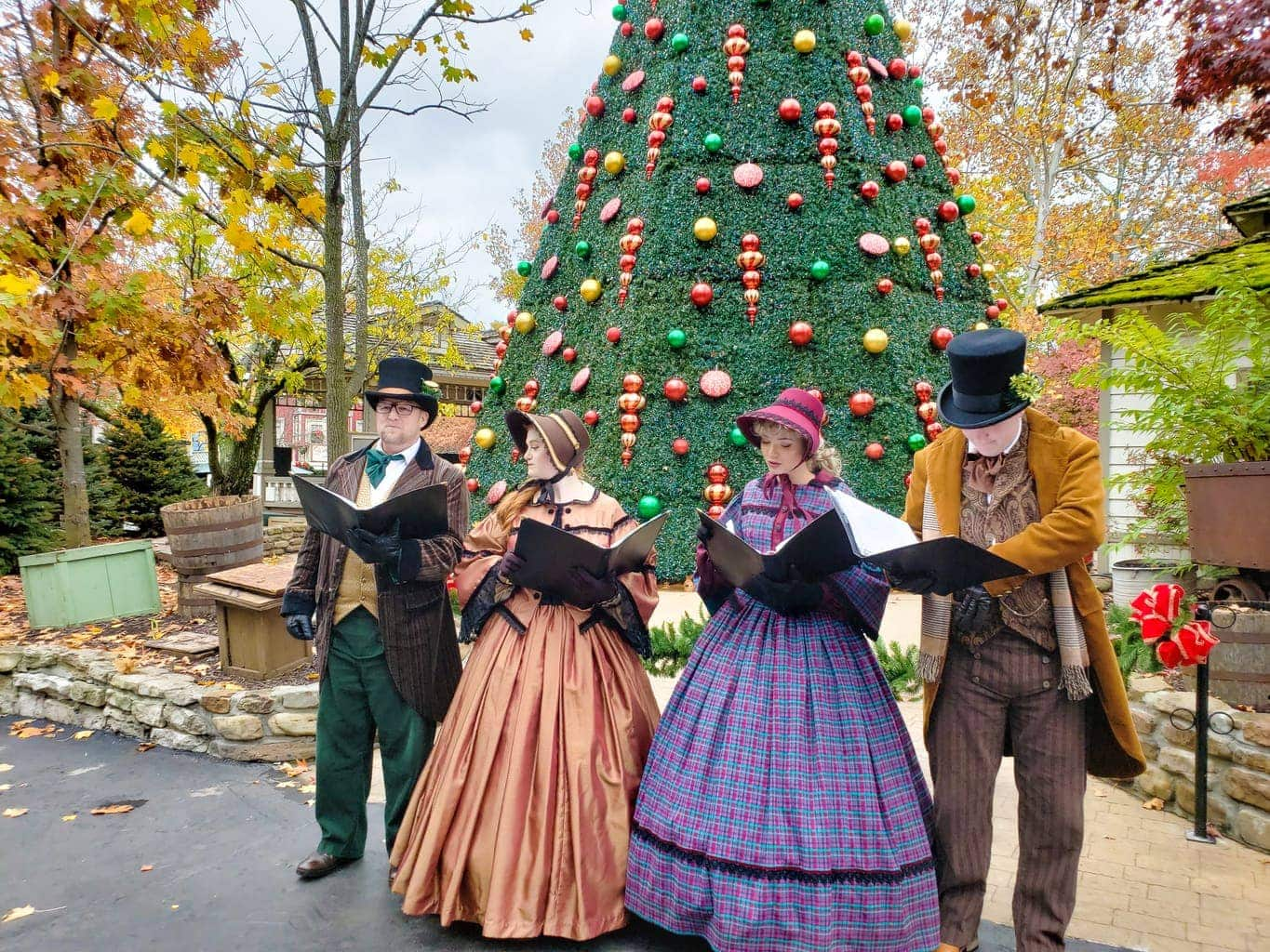 silver dollar city, christmas carolers