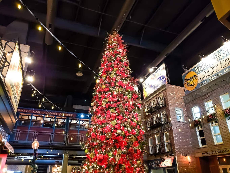 Pasghetti's Italian Restaurant, Ozark Mountain Christmas, Christmas in Branson
