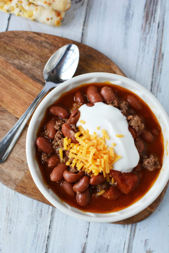 Instant Pot Chili: There are few things in life that a good ol' bowl of Instant Pot Chili can't cure! This hearty soup chilli recipe is perfect for those cold months.