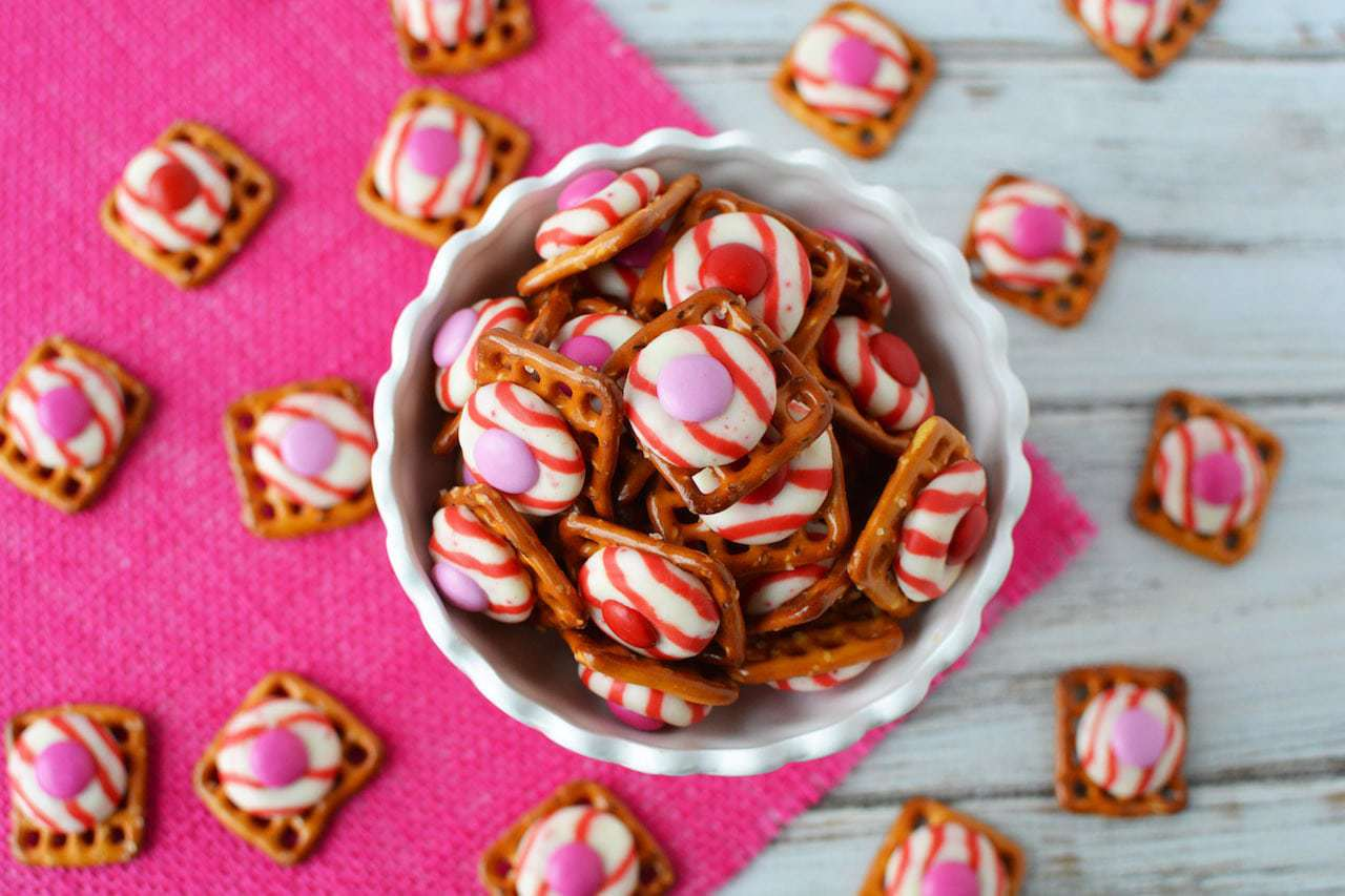 M&M Peppermint Pretzel Kisses – Bite Sized Sweet and Salty Treat