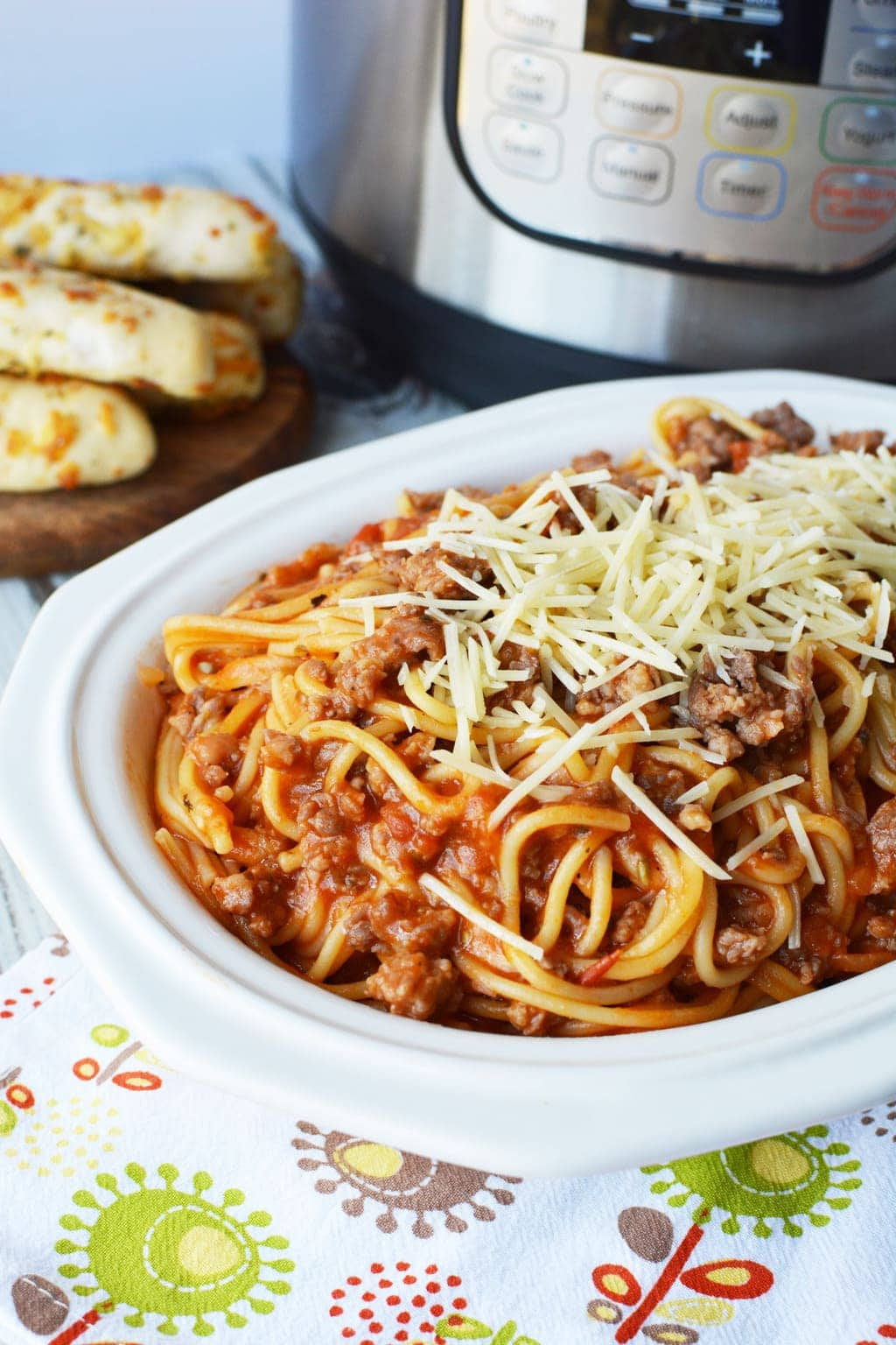 This simpleInstant Pot Spaghetti With Italian Sausagerecipe not only tastesamazing, it literally takes 10 minutes for everything from start to finish.