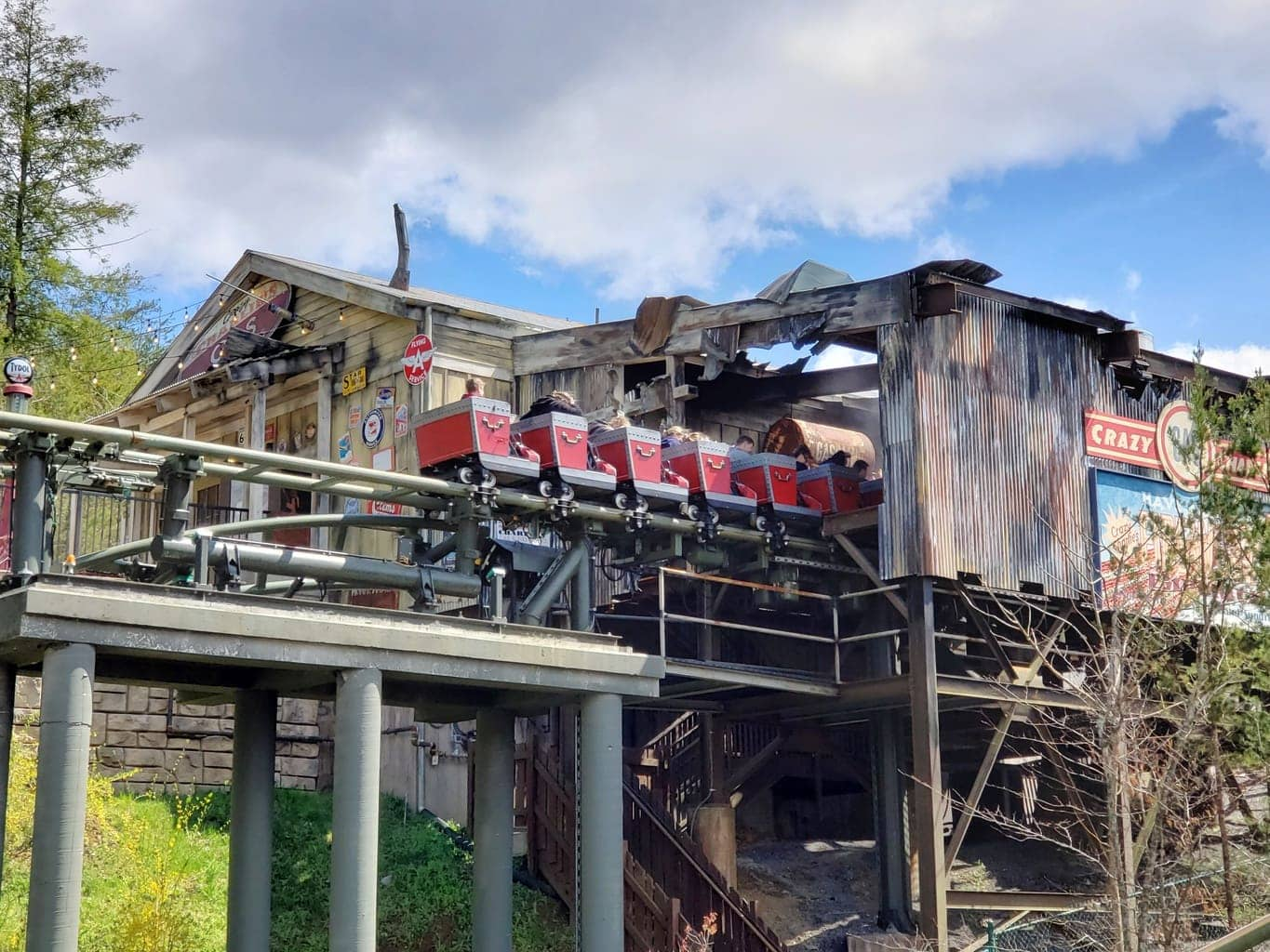 10 Helpful Tips When Visiting Dollywood For Your First Time
