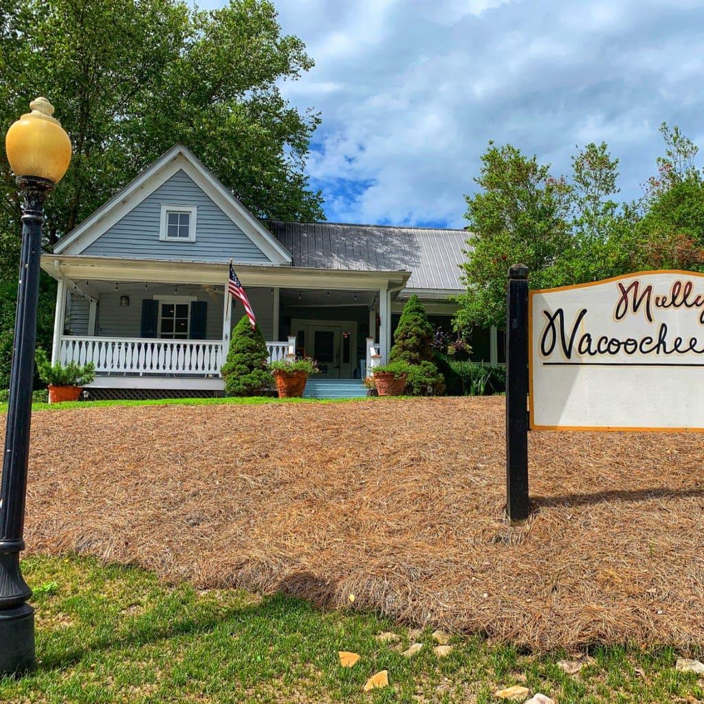 Restaurants in Helen, GA: Dining at Mully's Nacoochee Grill