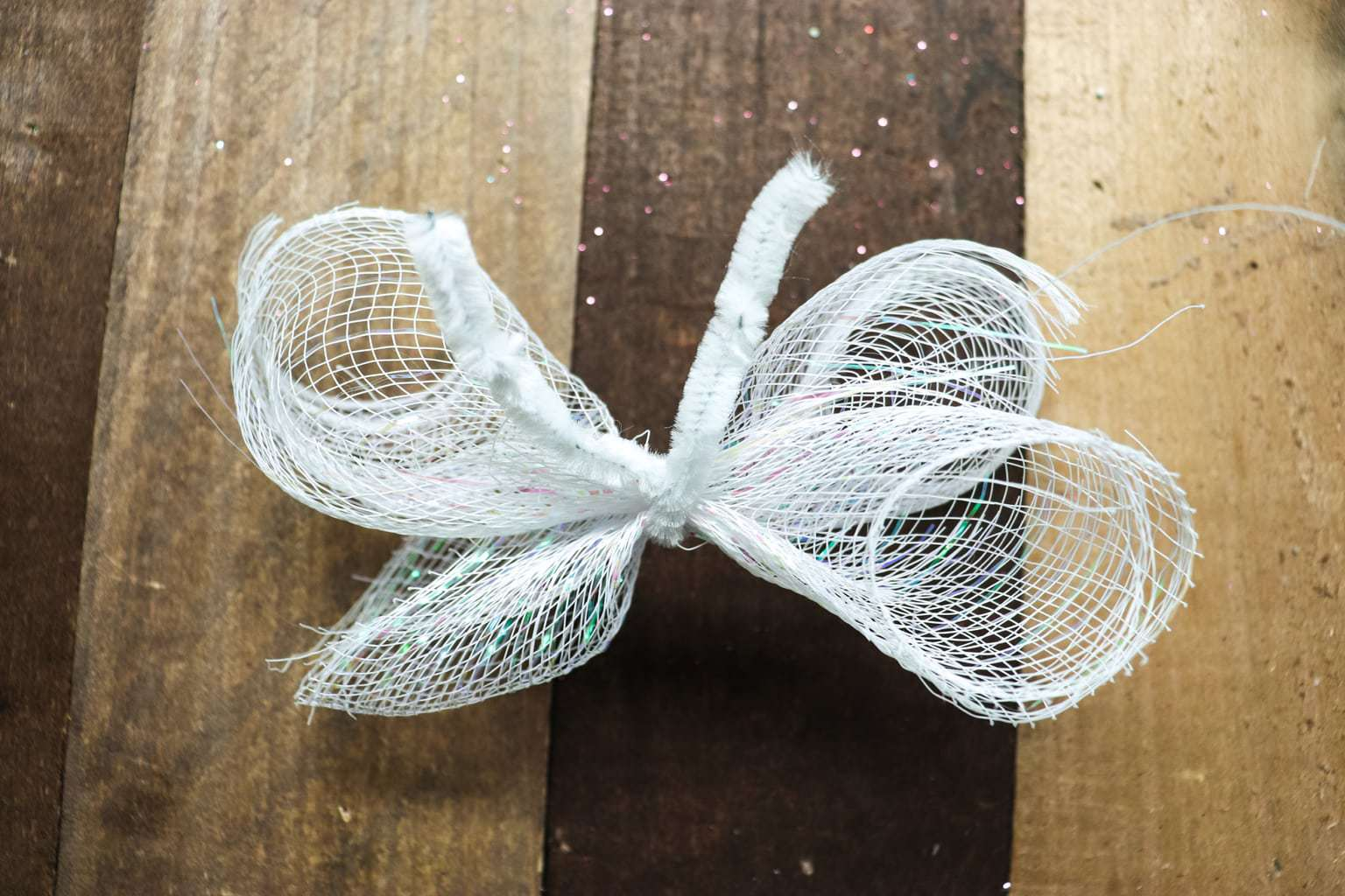 Diy Spring Wreath Make This Inexpensive Deco Mesh Wreath For Spring