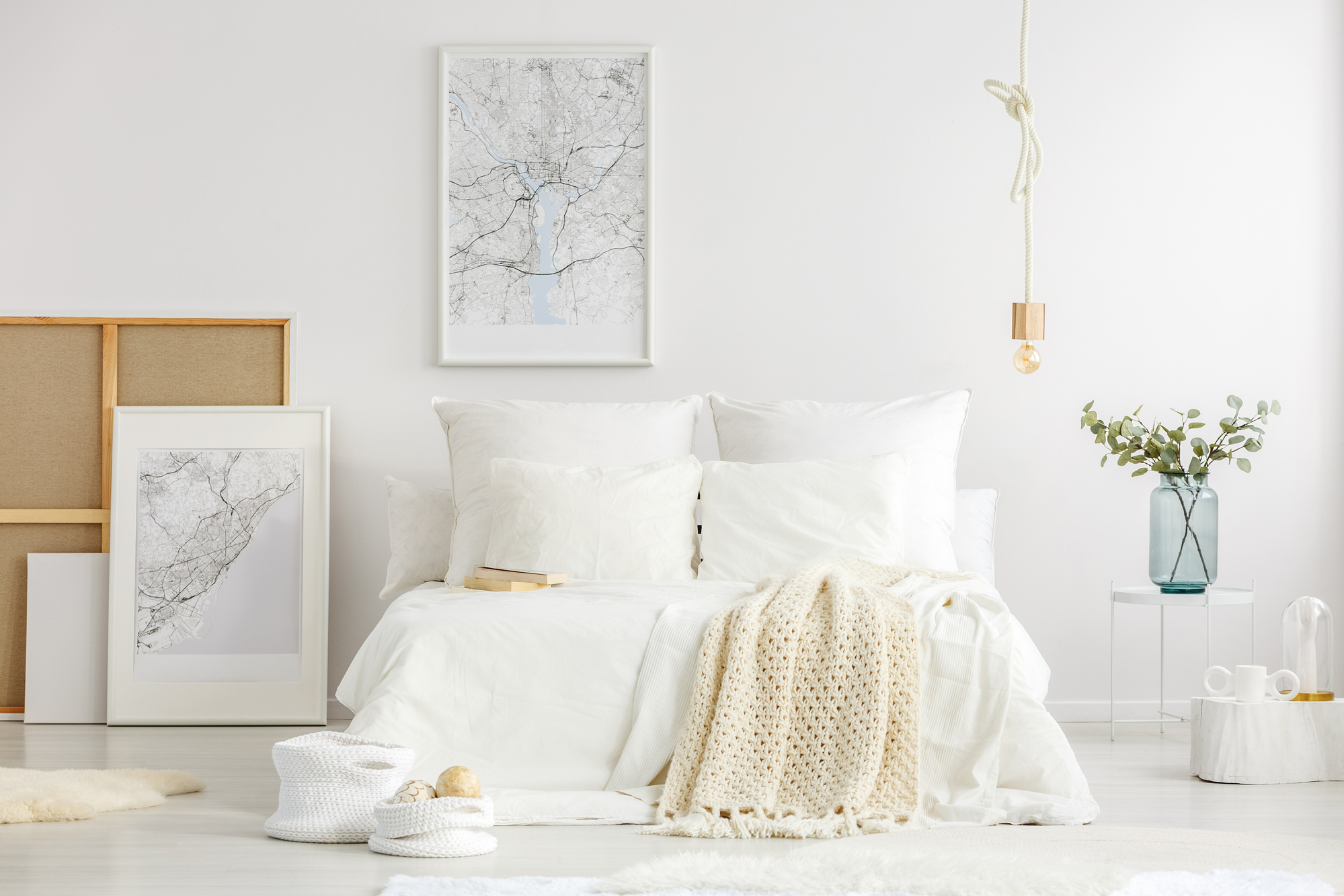 white bedroom with white walls, feng shui bedroom