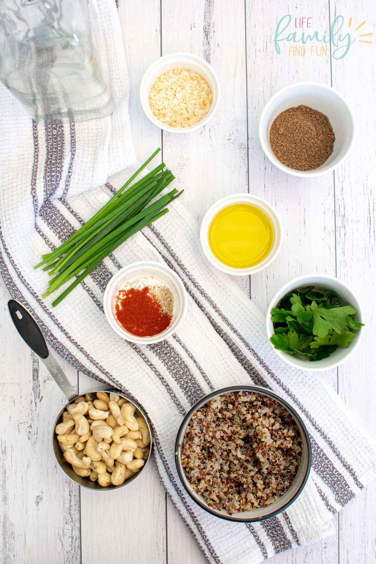 ingredient to make quinoa cakes