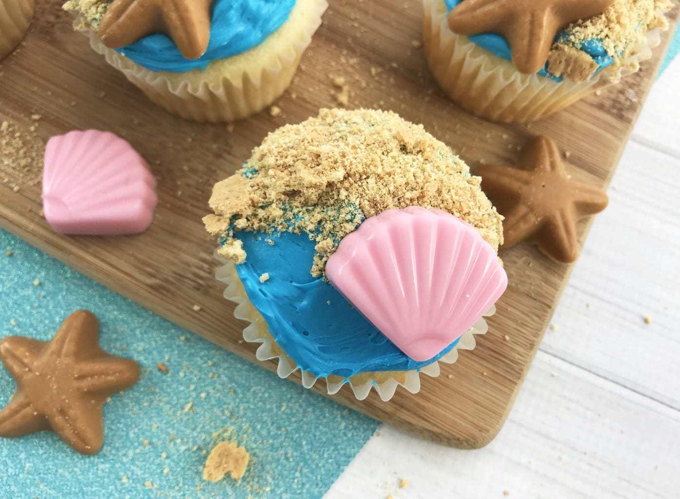 Beach Themed Cupcakes: Hello Summer Party Ideas